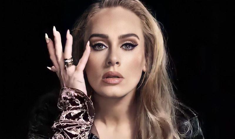 Adele volta a surpreender nas redes sociais