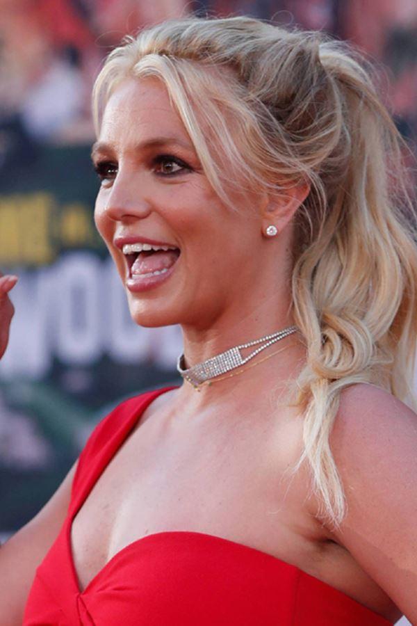 Britney Spears está feliz e dança!