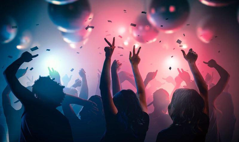 Discotecas e bares reabrem em Espanha e França