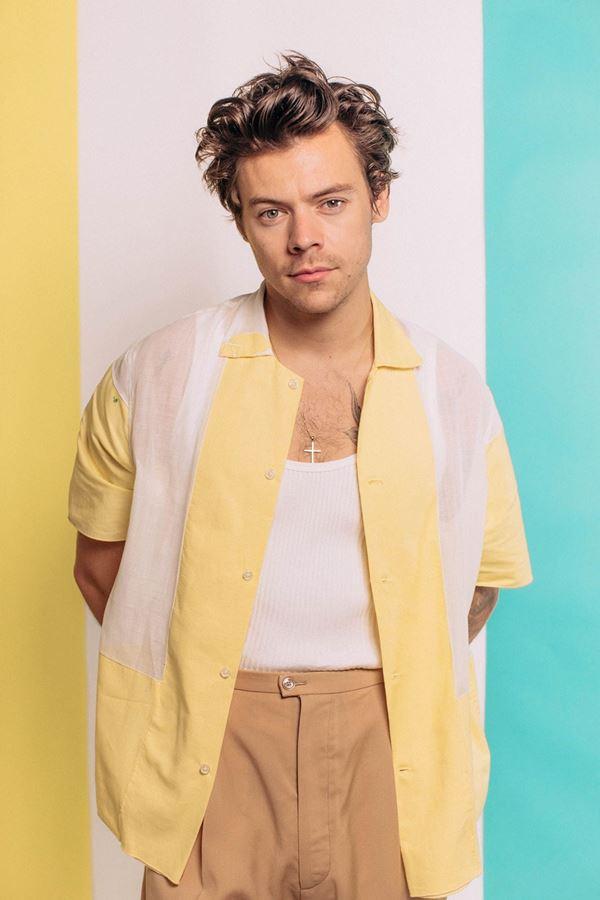 "Harry Styles relança ""Fine Line"""