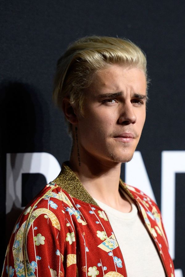"""Justin Bieber """"passa-se"""" com os paparazzi"""