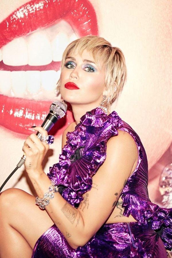 """Miley Cyrus, a """"Rainha do português"""""""