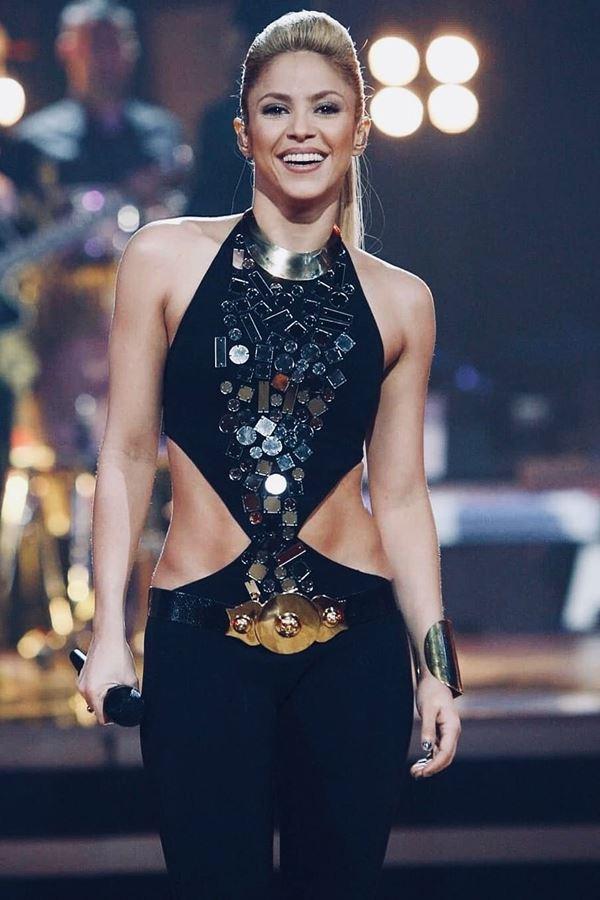 Shakira assaltada por... javalis!
