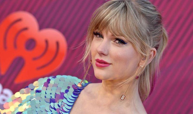 """Taylor Swift vende singles como """"pãezinhos quentes""""!"""